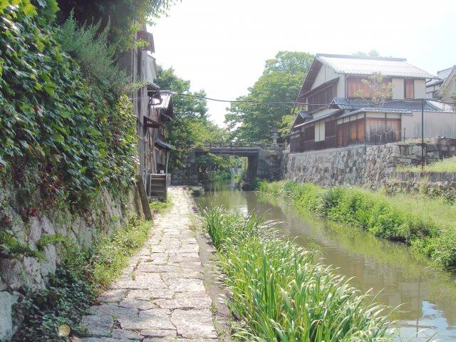 細長い水路